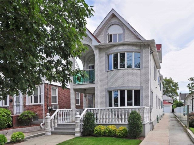 6 BR,  6.50 BTH  Contemporary style home in Bayside